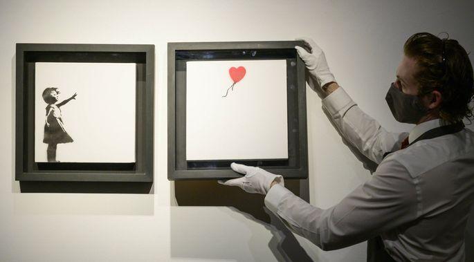 """Die 2005 entstandene Version von Banksys """"Girl with Balloon"""" als Diptychon wird am 15. Oktober bei Christie's versteigert."""