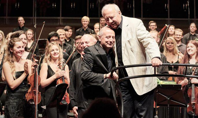 Vater und Sohn: Paavo Järvi (links) und Neeme Järvi, beide Dirigenten, beim Festival in Pärnu.