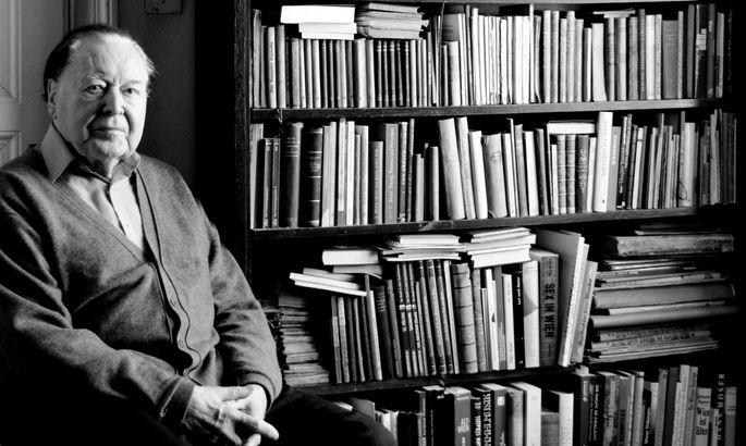 Herr über mehr als 40.000 Bücher: Gerhard Rühm.
