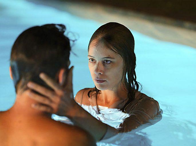 """In """"Undine"""" sind Christoph (Franz Rogowski) und die Titelheldin (Paula Beer) vom ersten Blick weg Feuer und Flamme."""