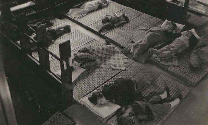 "Der Raum als ""Pädagoge"": Montessori-Kindergarten, Goethehof, 1930er."
