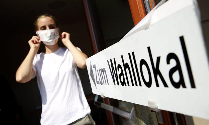 Viele Steirerinnen und Steirer hielten sich bei den Kommunalwahlen am Sonntag an die Empfehlungen der Wahlbehörde und trugen Schutzmasken.