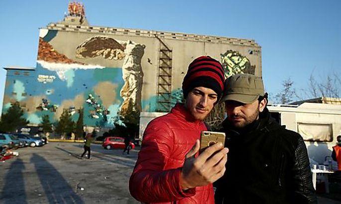 Afghanen im Hafen von Piräus