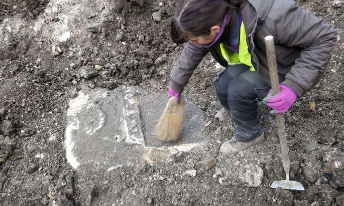 Römische Grabsteine in St. Pölten gefunden