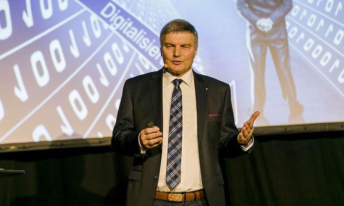 Johann Hofmann, Experte für Industrie 4.0, bei seinem Vortrag in Wien.