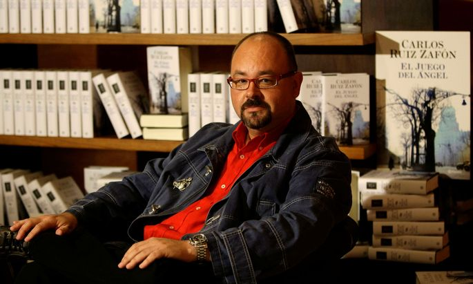 FILE PHOTO: Spanish writer Carlos Ruiz Zafon attends a photo call before the presentation on his new book titled 'El juego del Angel', or The game of the Angel, at the Liceu theater