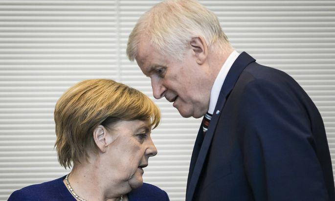 """Merkel und Seehofer reden nicht mehr aneinander vorbei. Sie fanden Kompromiss –unter Vermeidung des Worts """"Obergrenze""""."""