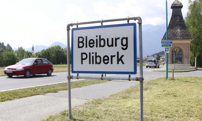 Kärnten hat zweisprachige Ortstafeln und schützt dadurch seine slowenische Minderheit im öffentlichen Raum.
