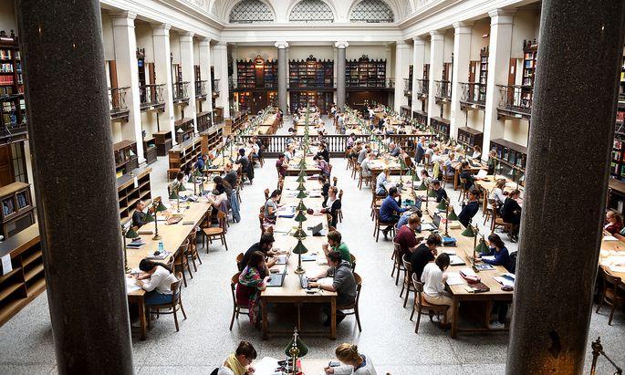 Der Lesesaal der Bibliothek der Universität Wien.