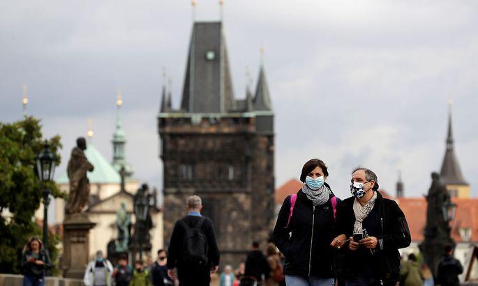 Für Prag hat Österreich mittlerweile eine Reisewarnung verhängt.