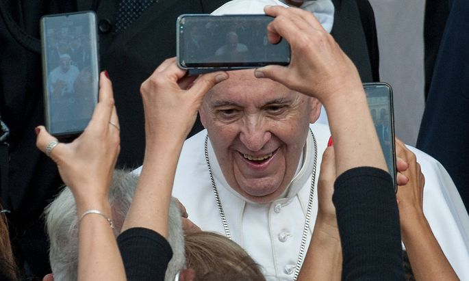 June 9, 2021 : Pope Francis is photographed by the faithfull as he arrives to lead Weekly general audience in the court