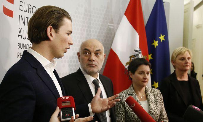 Archivbild: Außenminister Sebastian Kurz und Islamwissenschaftler Ednan Aslan bei einer Pressekonferenz 2015. – Außenministerium/Dragan Tatic