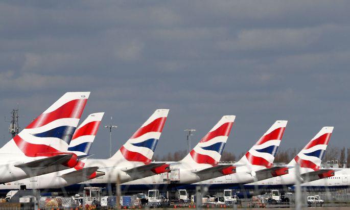 """Britische Zeitungen spekulieren bereits über einen Staatseinstieg bei den """"gegroundeten"""" Fluggesellschaften British Airways, Easyjet und Virgin."""