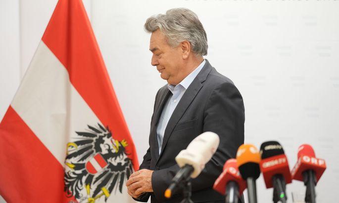 "Der Vizekanzler nennt den Rücktritt von Sebastian Kurz einen ""richtigen Schritt""."