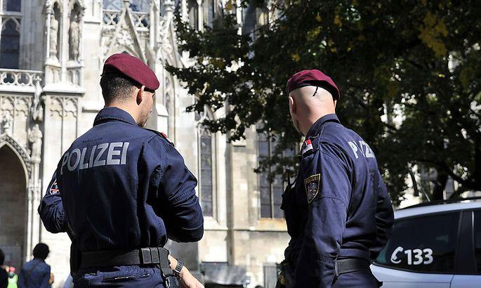 Archivbild: Polizei vor der Votivkirche