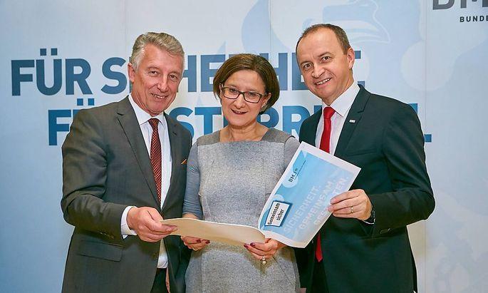 Gemeindebund-Chef Mödlhammer (li), Ministerin Mikl-Leitner, Sicherheitschef Kogler