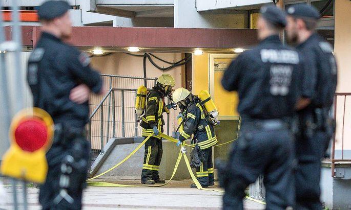 Sonderpolizei und Giftexperten durchsuchten die Wohnung des Tunesiers im nördlichen Kölner Bezirk Chorweiler