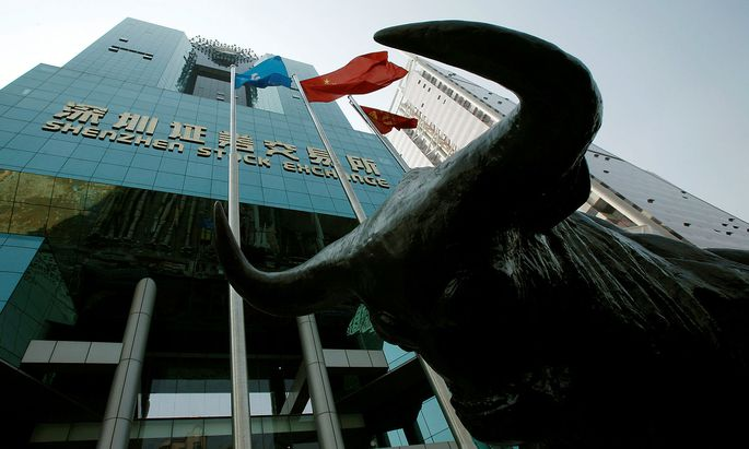 FILE PHOTO: A statue of a bull is displayed outside the Shenzhen Stock Exchange in the southern Chinese city of Shenzhen October 23, 2009