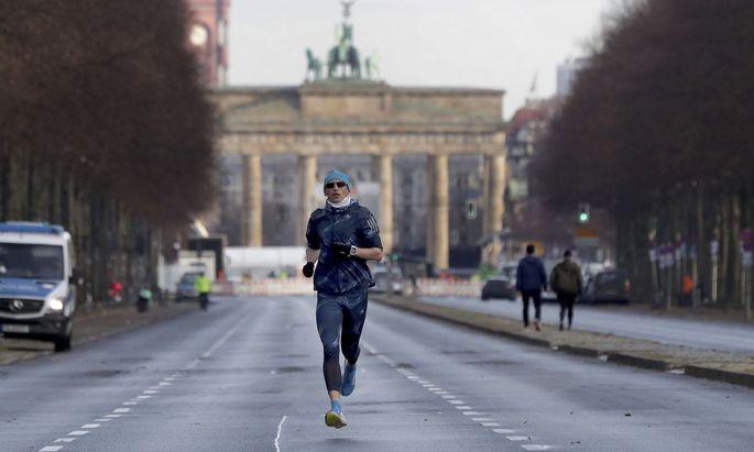 Allein auf weiter Flur: Joggen war in Deutschland trotz Lockdowns – bisher zumindest – erlaubt.