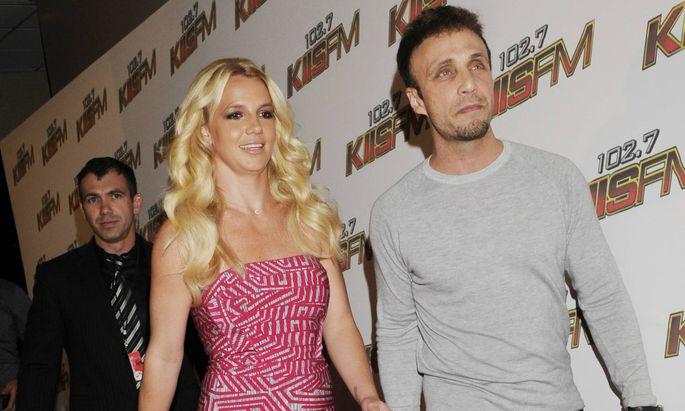 Britney Spears und Larry Rudolph 2011.