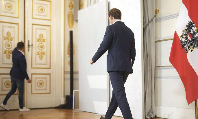 Sebastian Kurz zog sich am Samstagabend zurück – aus dem Kanzleramt, nicht aus der Politik. Fragen wollte er bei seinem Auftritt keine beantworten.