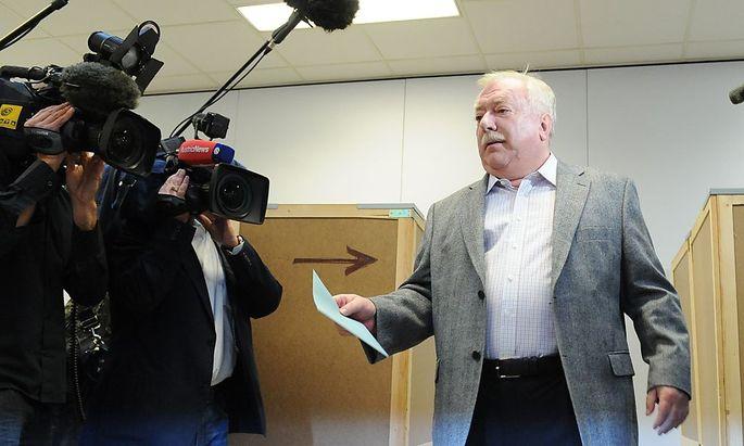 Archivbild: Bürgermeister Häupl bei der letzten Wien-Wahl im Oktober 2010