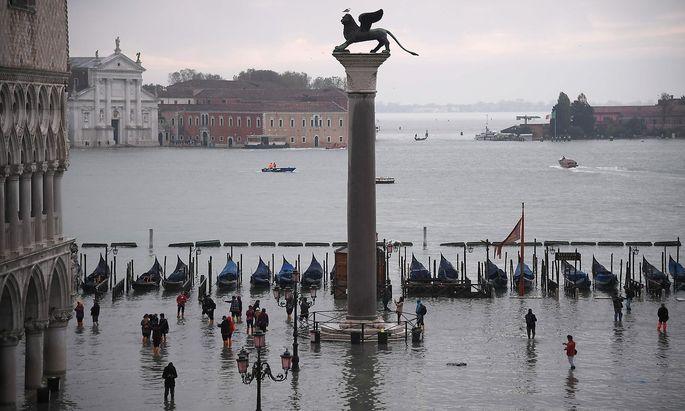 """""""Mose"""" sollte schon seit 2013 Venedig vor Überschwemmungen wie im Jahr 1966 schützen, doch es wird immer noch daran gebaut."""