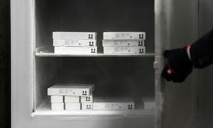 Der Impfstoff von Pfizer/Biontech muss in Spezialtiefkühlgeräten gelagert werden, was die Verteilung erschwert.