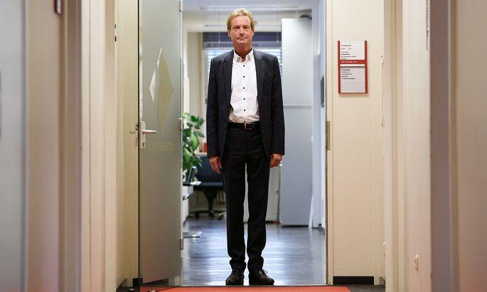 Martin Bernhofer geht am liebsten zu Fuß ins Büro: 40 bis 50 Minuten braucht er bis ins Funkhaus.