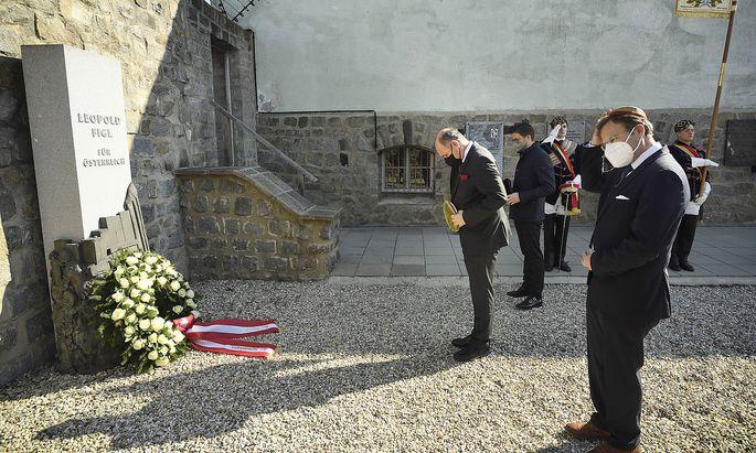 Nationalratspräsident Wolfgang Sobotka beim gemeinsamen Gedenken mit Mitgliedern des CV und MKV