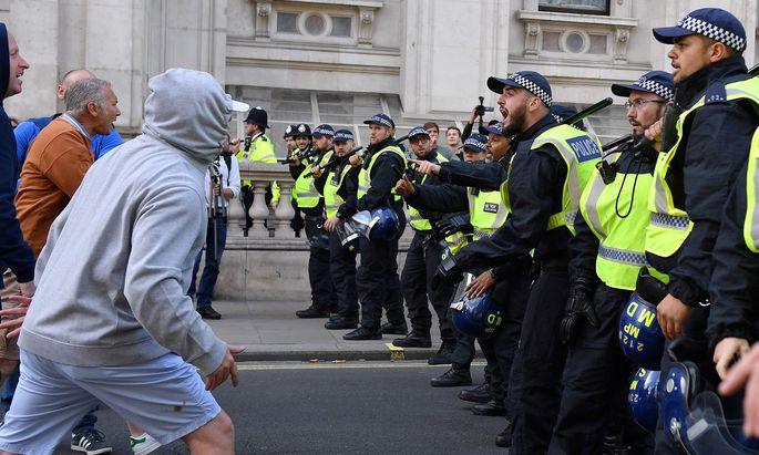 """Nach einem Hard Brexit wird mit Unruhen gerechnet, die eine """"erhebliche Menge"""" an Polizeikräften binden könnten."""
