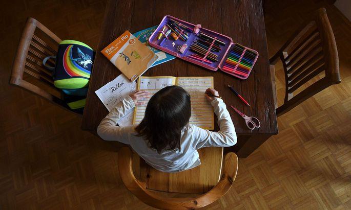 Zumindest bis zu den Osterferien sollen die 1,1 Millionen Schüler in Österreich zu Hause lernen.