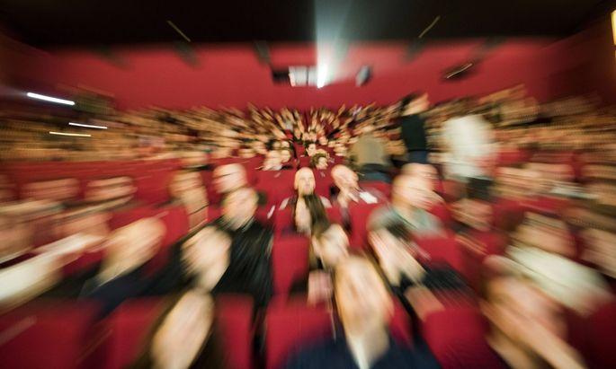Kinobesucher in einem Kinosaal