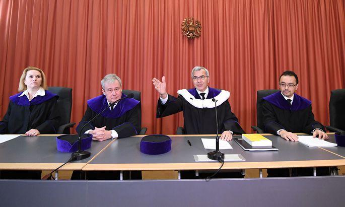 Ein Fünf-Richter-Senat des OGH unter Vorsitz von Hans Valentin Schroll (Mitte) gab grünes Licht für den Buwog-Prozess.