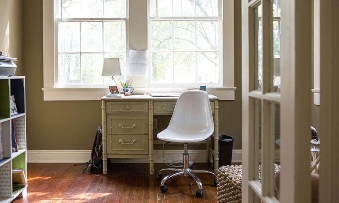 Auch Arbeiten im Home-Office kann im Einzelfall ein Lösungsansatz sein, sollten Schulen geschlossen werden.