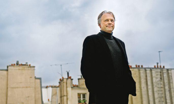 Französisch. Thomas Hengelbrock führt die Oper im französischen Original auf.