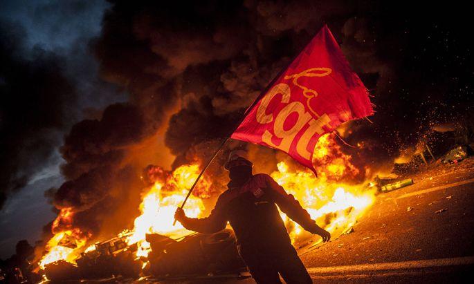 Die französischen Gewerkschaften haben landesweit zum Streik gegen die Arbeitsmarktreform aufgerufen.
