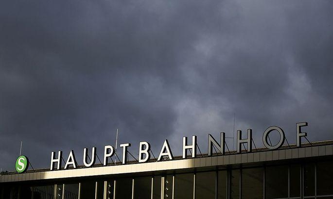 Vor dem Kölner Hauptbahnhof wurden Frauen belästigt.