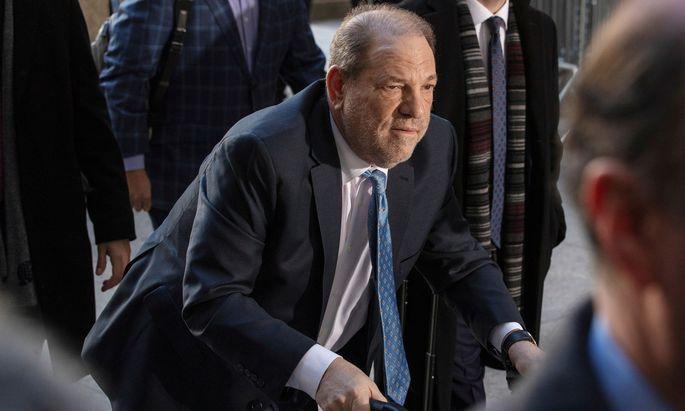 Harvey Weinstein Ende Februar vor dem New Yorker Gerichtssaal.