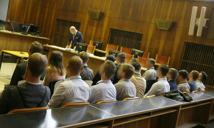 Die angeklagten Identitären im Juli 2018 im Grazer Straflandesgericht.