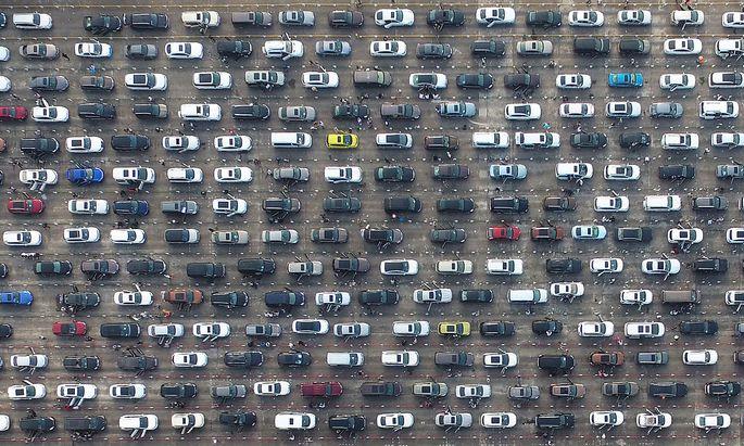 Derzeit sind Autos auch dann teuer, wenn sie stehen und gar kein CO2 emittieren.