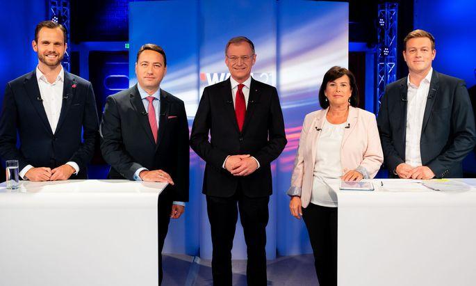 Neos-Spitzenkandidat Felix Eypeltauer, FPÖ-Spitzenkandidat Manfred Haimbuchner, LH Thomas Stelzer (ÖVP), SPÖ-Spitzenkandidatin Birgit Gerstorfer und Grünen-Spitzenkandidat Stefan Kaineder