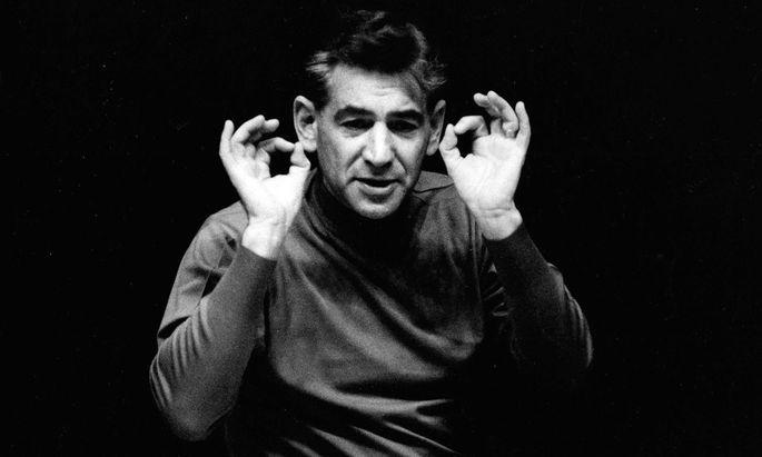 Auch für seine exaltierte Körpersprache bekannt: Leonard Bernstein (25. 8. 1918–14. 10. 1990).