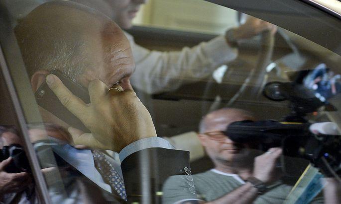 Archivbild: Sobotka in seinem Dienstwagen