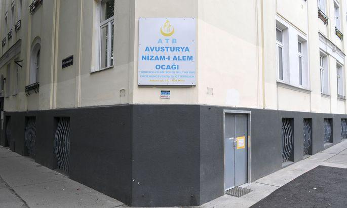 """Der Moschee-Verein """"Nizam-i Alem"""" am Antonsplatz."""