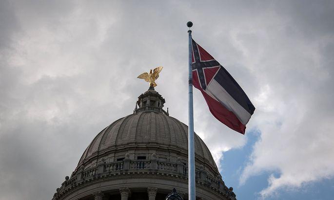 Diese Flagge von Mississippi wurde bereits eingeholt