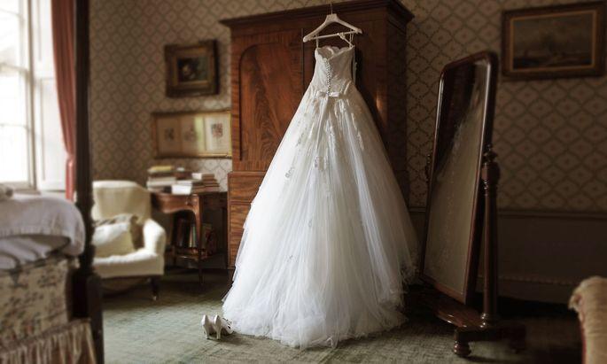 Brautkleid bleibt Brautkleid, aber das Eherecht selbst könnte sich schon bald entscheidend verändern.
