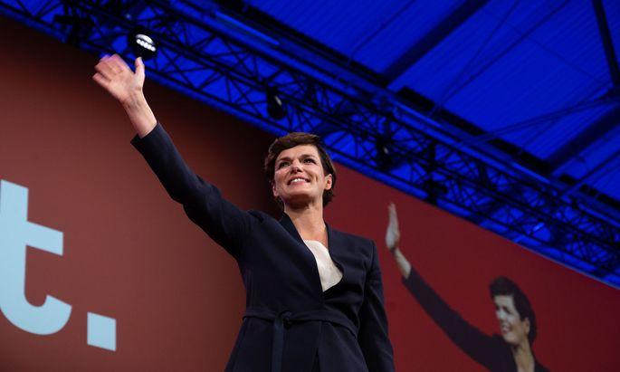 Pamela Rendi-Wagner ist als Parteichefin wiedergewählt – und trotzdem umstrittener denn je.