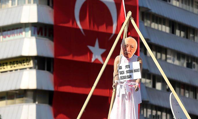 Erdogan macht Prediger Gülen für den Putsch verantwortlich.