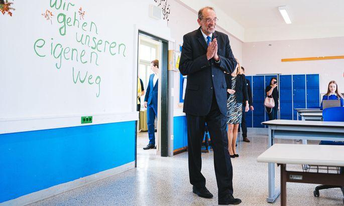 Minister Heinz Faßmann wird sich im Herbst um die Reform der Lehrpläne kümmern.